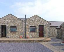 Snaptrip - Last minute cottages - Attractive Llangaffo Cottage S9555 -