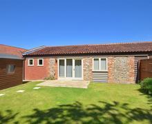 Snaptrip - Last minute cottages - Tasteful Tunstead Rental S9764 - Exterior