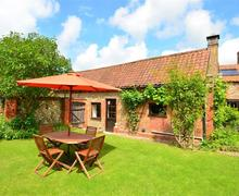 Snaptrip - Last minute cottages - Wonderful Hindolveston Rental S9780 - Exterior view - View 1
