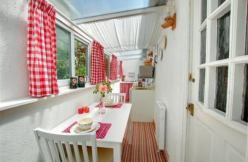 Snaptrip - Last minute cottages - Beautiful Tintagel Rental S9798 - Kitchen - View 1