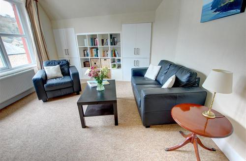 Snaptrip - Last minute cottages - Wonderful Lynton Rental S9827 - Sitting Room - View 1