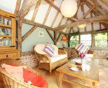 Snaptrip - Last minute cottages - Exquisite Aylesham Cottage S69571 -