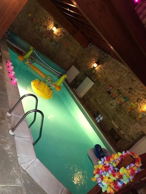 Yorkshire Party House Moss Cottage indoor pool plus there is an outdoor hot-tub