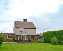 Snaptrip - Last minute cottages - Luxury Seahouses Lodge S69830 -