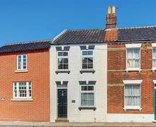 Snaptrip - Last minute cottages - Tasteful Southwold Rental S9919 - Exterior