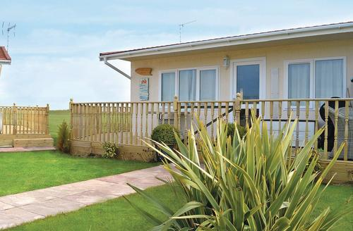 Snaptrip - Last minute cottages - Wonderful Bacton Lodge S70443 - Burnham