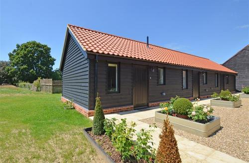 Snaptrip - Last minute cottages - Attractive Saxmundham Rental S9935 - Exterior - View 2