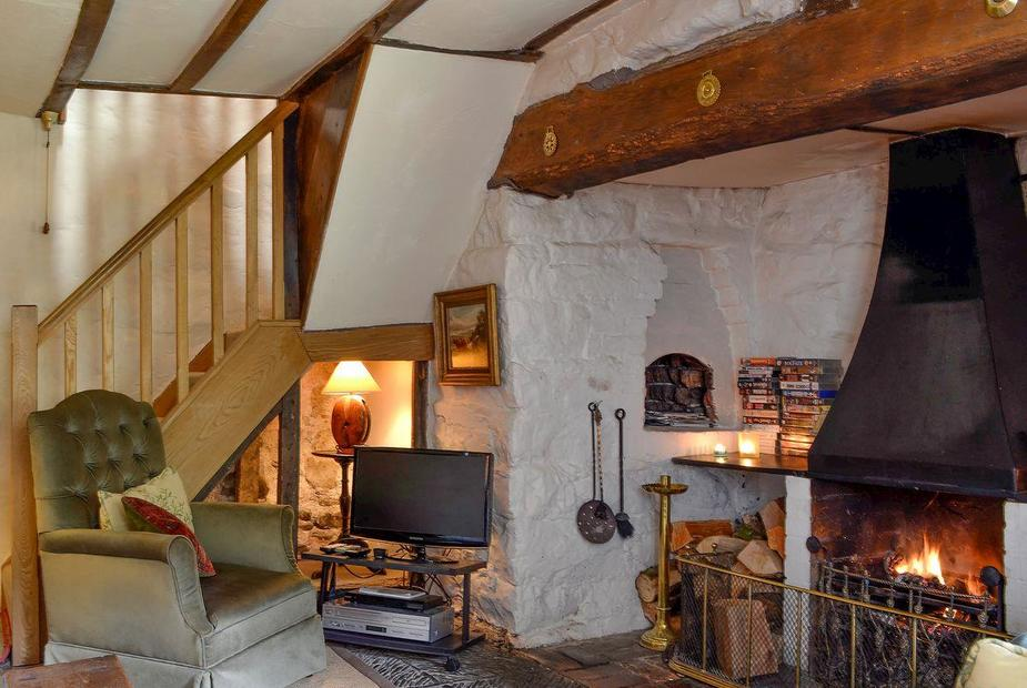 The Cottage Warm and welcoming living room | The Cottage, Llawr-y-Glyn, Caersws