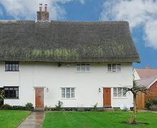 Snaptrip - Last minute cottages - Captivating Gislingham Rental S9941 - Exterior - View 2