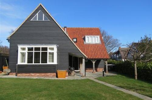 Snaptrip - Last minute cottages - Captivating Thorpeness Cottage S70854 - 1325096