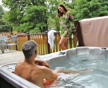 Snaptrip - Last minute cottages - Lovely Ashbourne Lodge S70918 - Tissington Classic 3 Spa