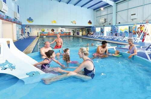 Snaptrip - Last minute cottages - Attractive Newquay Lodge S70930 - Indoor heated swimming pool