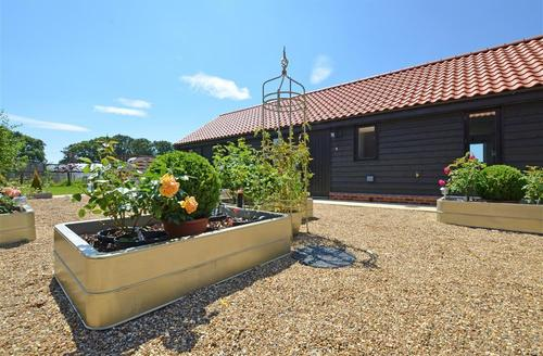 Snaptrip - Last minute cottages - Exquisite Saxmundham Rental S9975 - Exterior - View 1