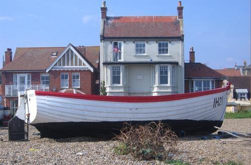 Snaptrip - Last minute cottages - Tasteful Aldeburgh Rental S9993 - Exterior from Beach
