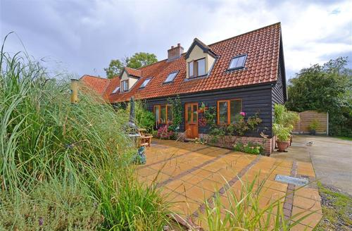 Snaptrip - Last minute cottages - Captivating Ilketshall St Margaret Rental S10001 - Exterior - View 5