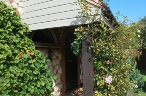 Snaptrip - Last minute cottages - Tasteful Thornham Cottage S71171 -