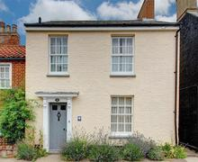 Snaptrip - Last minute cottages - Captivating Southwold Rental S10005 - Front exterior