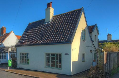 Snaptrip - Last minute cottages - Stunning Wangford Rental S10003 - Exterior - View 1