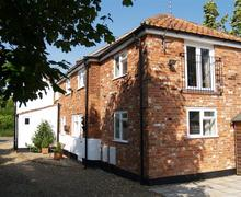 Snaptrip - Last minute cottages - Lovely Wangford Rental S10008 - Exterior - View 1