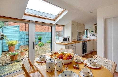 Snaptrip - Last minute cottages - Gorgeous Southwold Rental S10011 - Dining Area - View 2