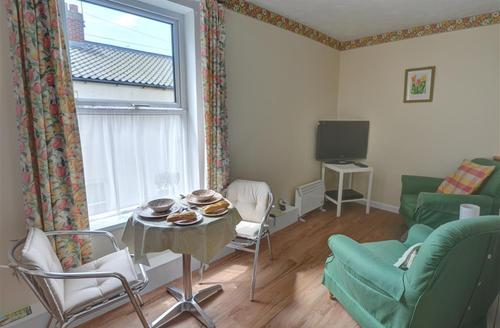 Snaptrip - Last minute cottages - Splendid Southwold Rental S10019 - Open Plan - View 2