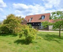 Snaptrip - Last minute cottages - Luxury Stutton Rental S10029 - Exterior - View 2