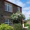 Snaptrip - Last minute cottages - Gorgeous Docking Cottage S71361 -