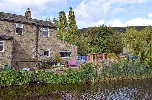 Snaptrip - Last minute cottages - Quaint Holmfirth Cottage S71490 -