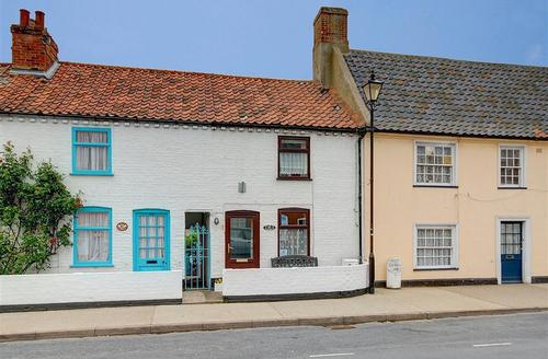 Snaptrip - Last minute cottages - Superb Aldeburgh Rental S10047 - Front exterior
