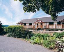 Snaptrip - Last minute cottages - Charming St Clears Lodge S71568 - Avalon Cottages
