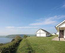 Snaptrip - Last minute cottages - Exquisite Laugharne Lodge S71578 - Gold Lodge<br />
