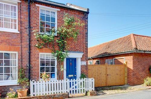 Snaptrip - Last minute cottages - Exquisite Southwold Rental S10073 - Outside exterior