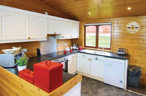 Snaptrip - Last minute cottages - Charming Milford On Sea Lodge S72083 - Typical Superior Lodge Xtra 2