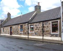 Snaptrip - Last minute cottages - Cosy Buckie Cottage S72270 -