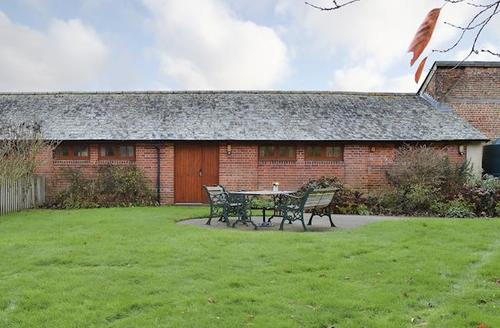Snaptrip - Last minute cottages - Stunning Ringwood Cottage S72300 -