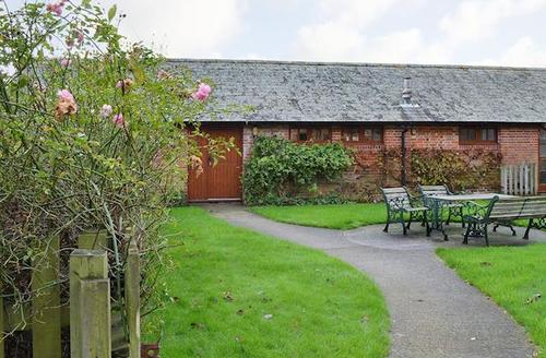 Snaptrip - Last minute cottages - Tasteful Ringwood Cottage S72301 -