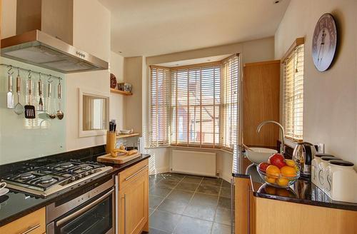 Snaptrip - Last minute cottages - Lovely Aldeburgh Rental S10109 - Kitchen