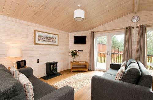 Snaptrip - Last minute cottages - Cosy Ashbourne Lodge S72548 - Tissington Classic 2