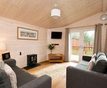 Snaptrip - Last minute cottages - Delightful Ashbourne Lodge S72676 - Tissington Classic 2