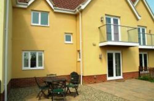 Snaptrip - Last minute cottages - Adorable Reydon Rental S10129 - Exterior - View 1