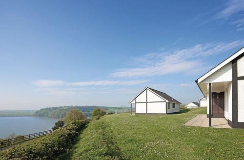 Snaptrip - Last minute cottages - Captivating Laugharne Lodge S72761 - Gold Lodge<br />