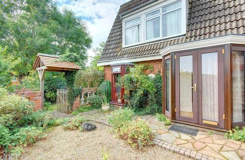 Snaptrip - Last minute cottages - Inviting Southwold Rental S10143 - Exterior - View 1