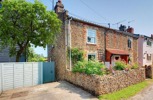 Snaptrip - Last minute cottages - Attractive Saxmundham Rental S10147 - Exterior - View 2