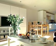 Snaptrip - Last minute cottages - Tasteful Padstow Lodge S72942 - Typical Bay Retreat Villa slp 6