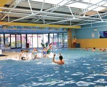 Snaptrip - Last minute cottages - Superb Sandford Lodge S72957 - Indoor heated pool