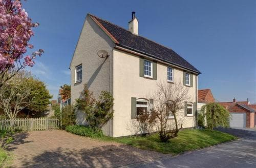 Snaptrip - Last minute cottages - Beautiful Thorpeness Rental S10149 - Exterior - View 1
