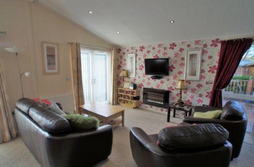 Snaptrip - Last minute cottages - Quaint Windermere Lodge S73043 -