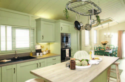 Snaptrip - Last minute cottages - Wonderful Honiton Lodge S73170 -