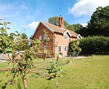 Snaptrip - Last minute cottages - Charming Dunwich Rental S10188 - Garden - View 1