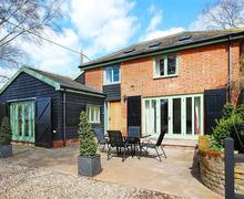 Snaptrip - Last minute cottages - Attractive Long Melford Rental S10197 - Exterior and patio garden